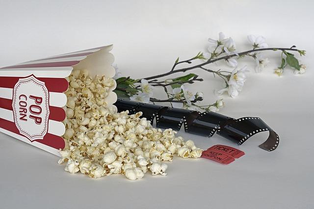 popcorn a lístky do kina