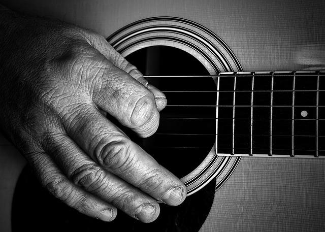 hraní na kytaru