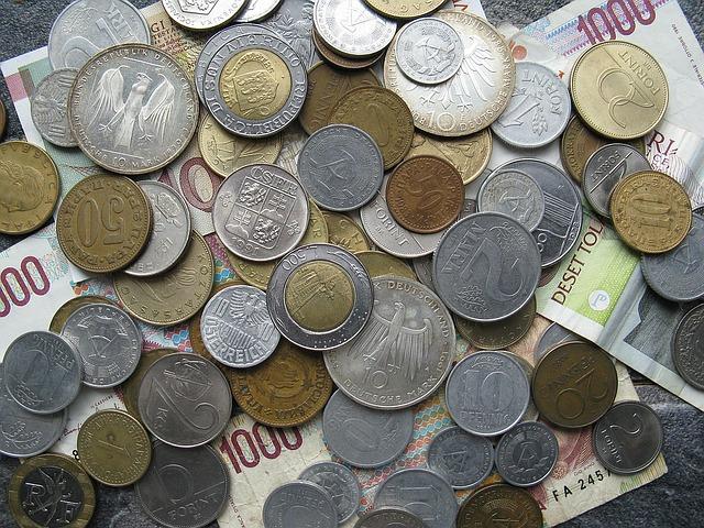 mince a papírové peníze