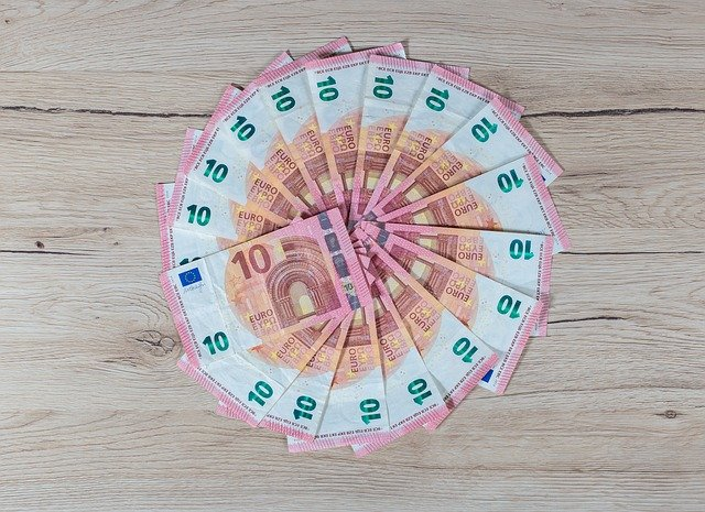 kruh z 10 euro bankovek