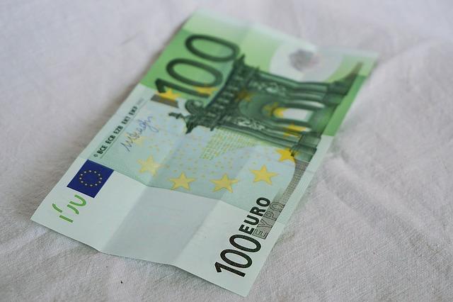 papírových 100 euro