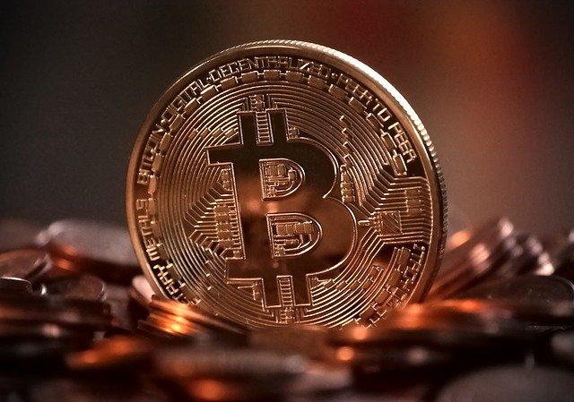 mince postavená na hranu